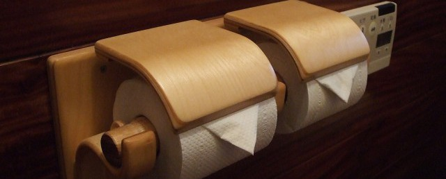 木製トイレットペーパーホルダー再販いたしました。